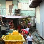 Casa tra i rifiuti